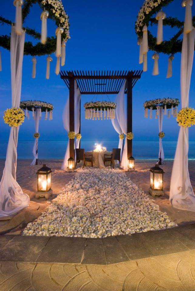 Ślubne dekoracje na plaży