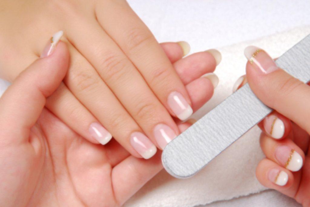 10 przydatnych wskazówek na manicure