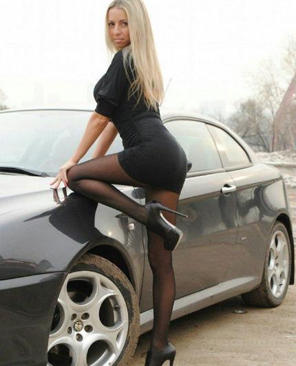блондинка в купе фото