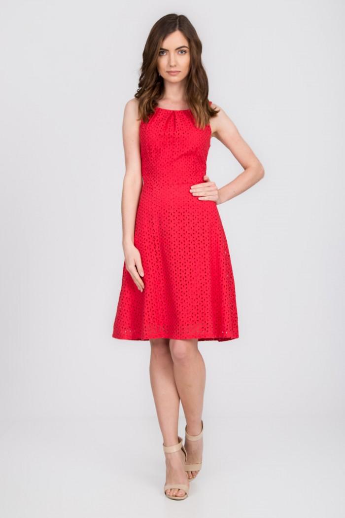 Na letnie upały wybierz sukienkę na ramiączkach!